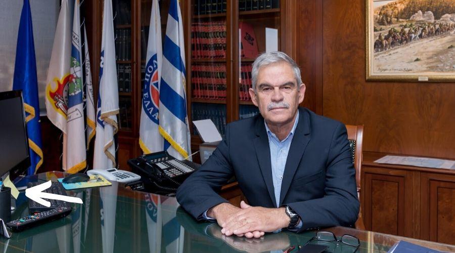 Contraseña en el post it del Ministro del Servicio de Inteligencia de Grecia