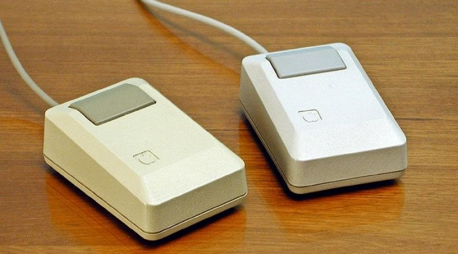 One-button mouse designed by Steve Jobs