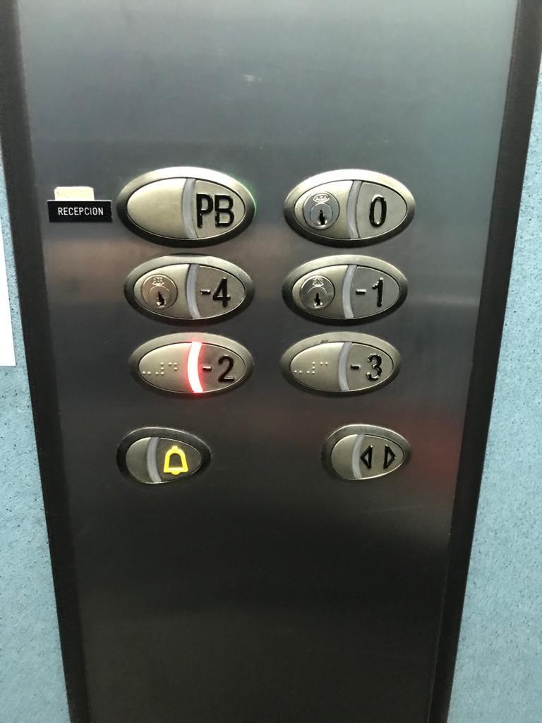 botones ascensor con llave